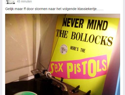 Facebook-post die foto van Sex Pistols-plaat laat zien met als bijschrift 'Gelijk maar ff door stormen naar het volgende klassiekertje'